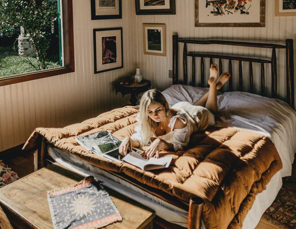 devojka-studiranje-stan