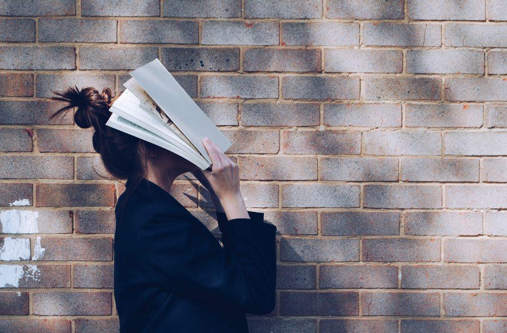 studentkinja-knjiga